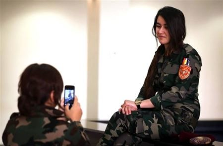Salafi-Peshmerga-attractive-girls-before-the-fight-Dash-Photo-irannaz-com