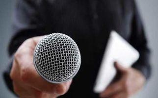 تذکر خبرنگار به نمایندگان پشت ظریف