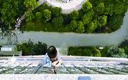 لحظه وحشتناک فرار از مرگ معجزه آسای پسر بچه چینی+فیلم