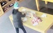 روش احمقانه دزد برای سرقت از یک موبایل فروشی! +فیلم