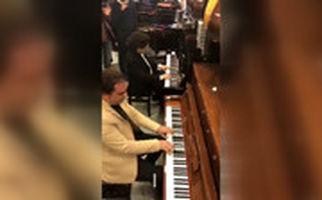 هنرنمایی ۲ پیانیست ایرانی به صورت تصادفی در یک فروشگاه!