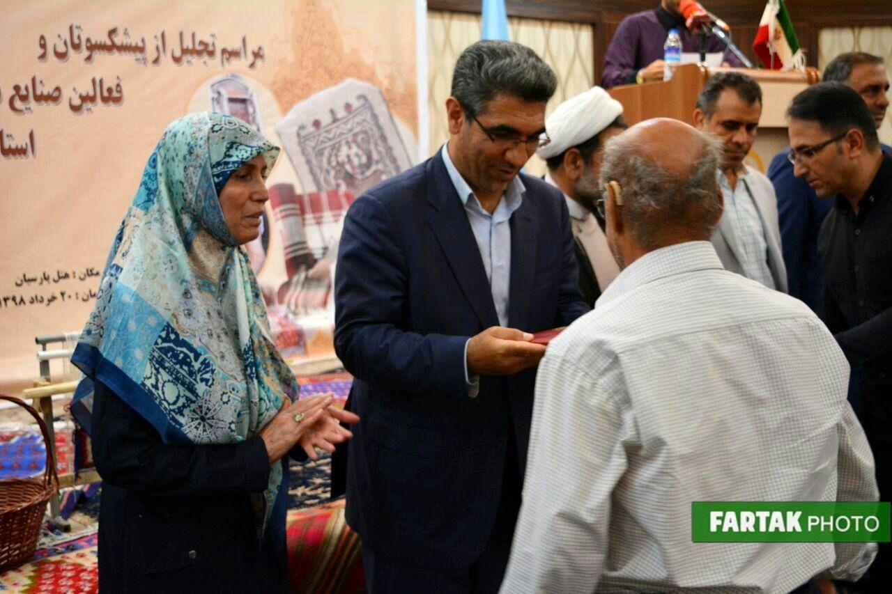 تجلیل فعالان و پیشکسوتان صنایع دستی در روز صنایع دستی