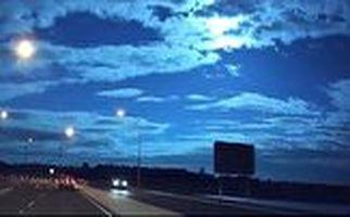فیلم لحظه شگفت انگیز عبور یک شهاب سنگ در آسمان شب