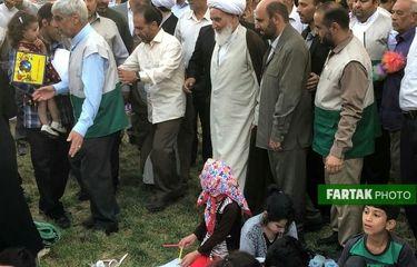 حضور آیت الله علما در رواق رضوی و بازدید از غرفه ها به روایت تصویر