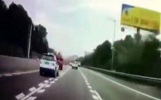 رانندهای که پس از تصادف شاخ به شاخ از خواب بیدار شد + فیلم