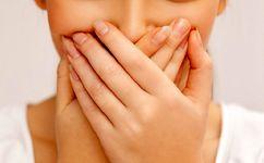 علت بوی بد دهان و درمان خانگی برای آن