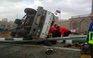 نجات راننده محبوس در کامیونت باری توسط آتشنشانان