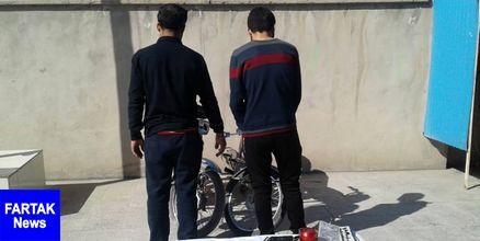 سارقین حرفه ای پلاک های خودرو در برازجان دستگیر شدند
