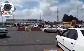 فیلم| اقدام عجیب در باز و بسته کردن خروجی تهران/ راه دوباره باز شد!