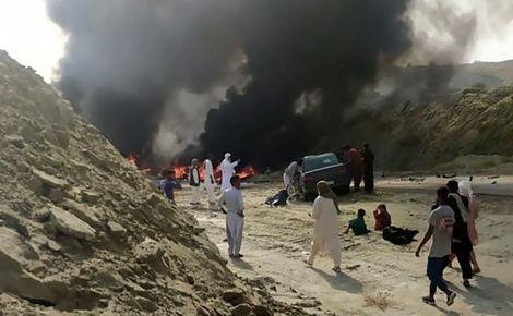 مرگ تلخ 9 جوان در هرمزگان / خودروی حمل بنزین منفجر شد+عکس
