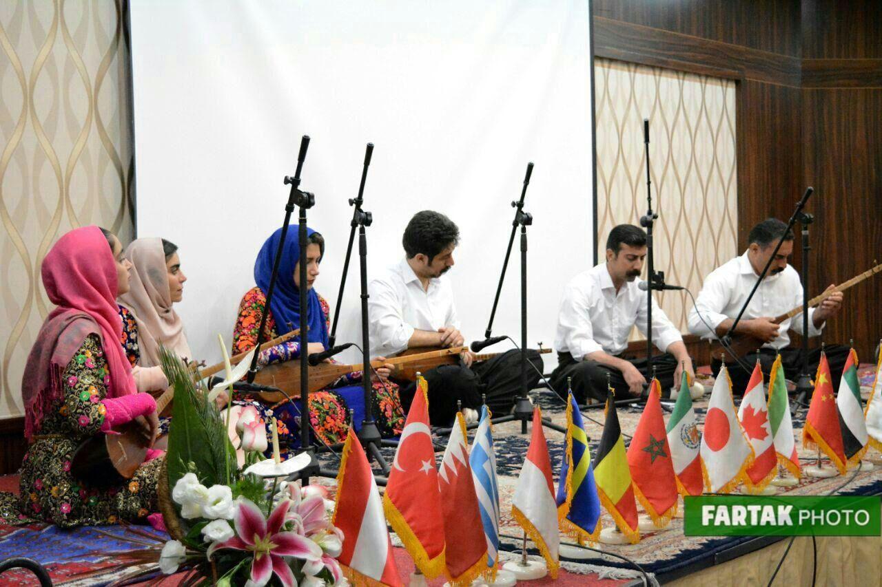 اجرای موسیقی گروه یاد یاران به روایت تصویر