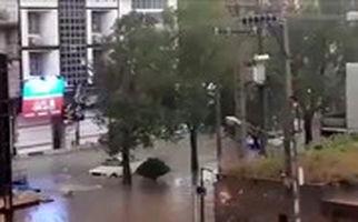 خیابانهای دزفول هم در باران غرق شدند+ فیلم