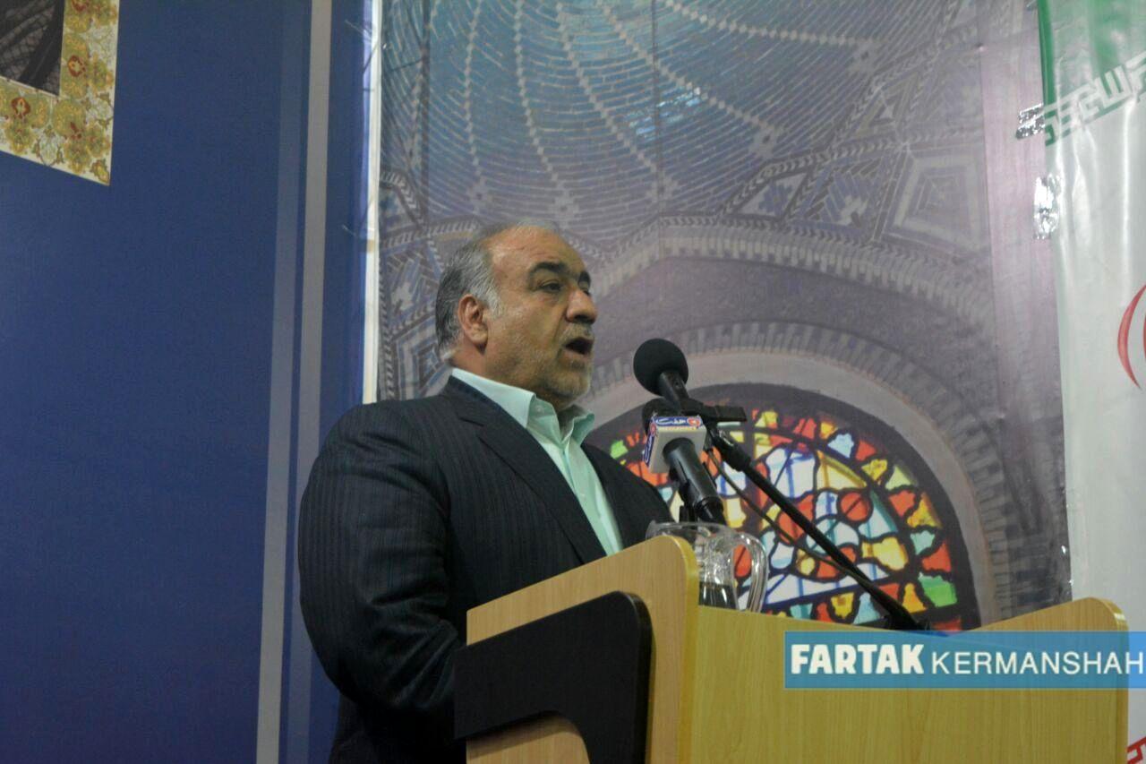 تصاویر خاص و دیدنی از مراسم تودیع و معارفه شهردار کرمانشاه (2)
