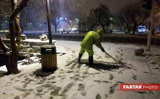 تصاویری جالب از تلاش های شهرداری تهران در برف روبی سطح شهر