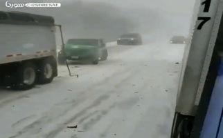 تصادف زنجیره ای در هوای برفی آمریکا/فیلم