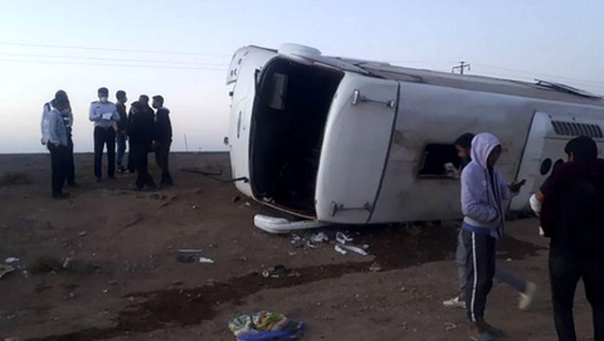 واژگونی خونین اتوبوس مسافربری /33 نفر زخمی شدند