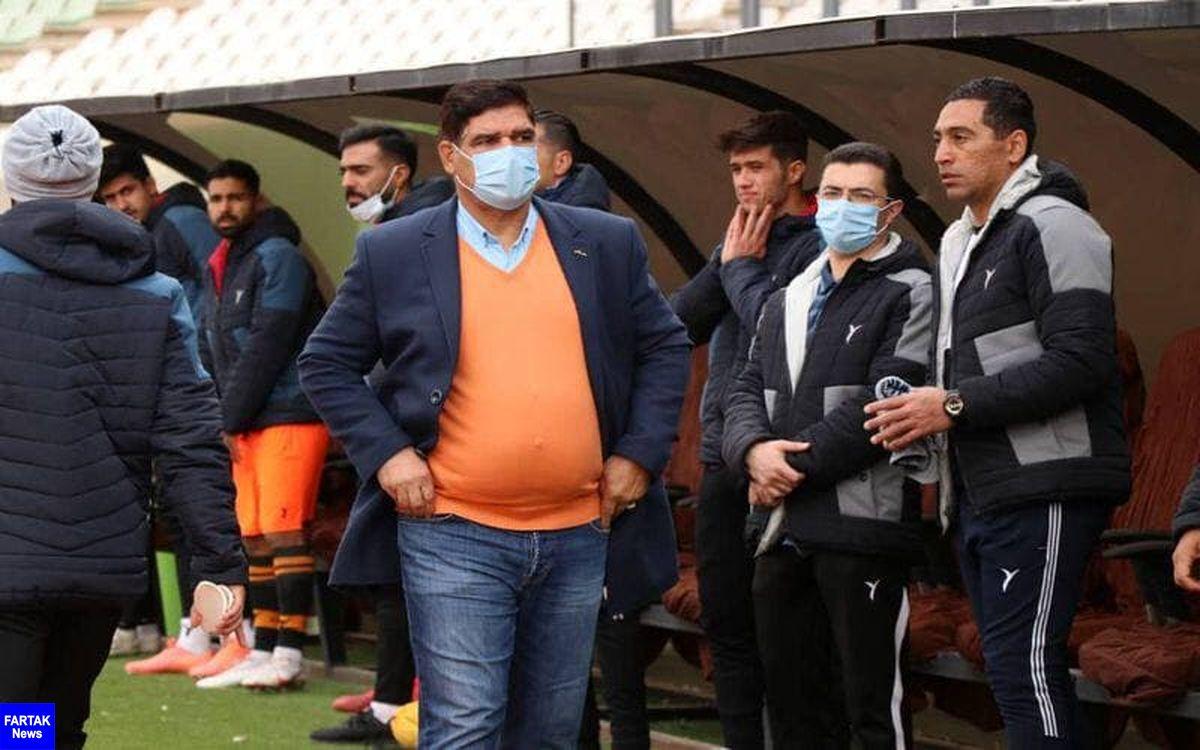 چمن ورزشگاه شیراز خوب نبود!