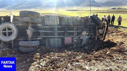 مصدمیت 2 نفز در واژگونی کامیون بنز