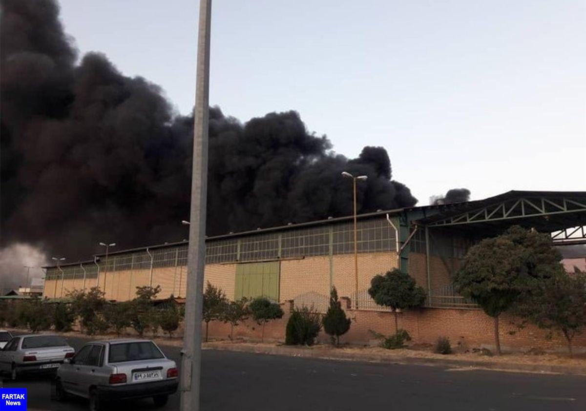 آتش سوزی در یک واحد صنعتی  شهرک اشتهارد