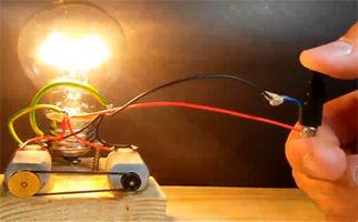 بدون استفاده از برق، یک لامپ را برای همیشه روشن نگه دارید! + فیلم