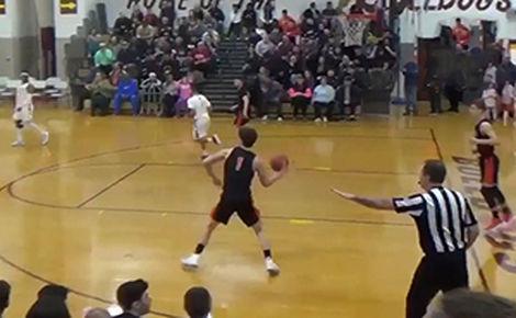 پرتاب استثنایی یک نوجوان در زمین بسکتبال + فیلم