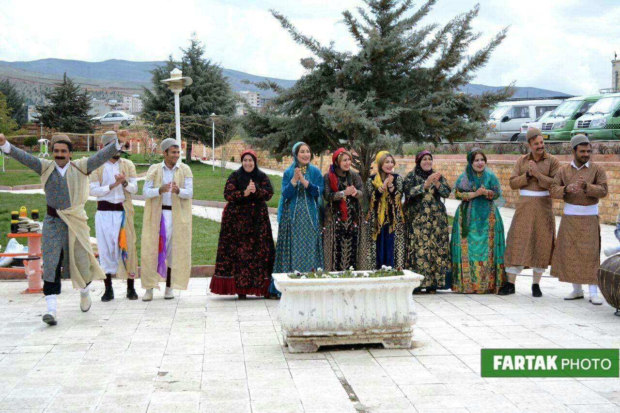 تصاویری زیبا از اجرای مراسم یاسوجی ها در کرمانشاه پایتخت آیین های نوروزی