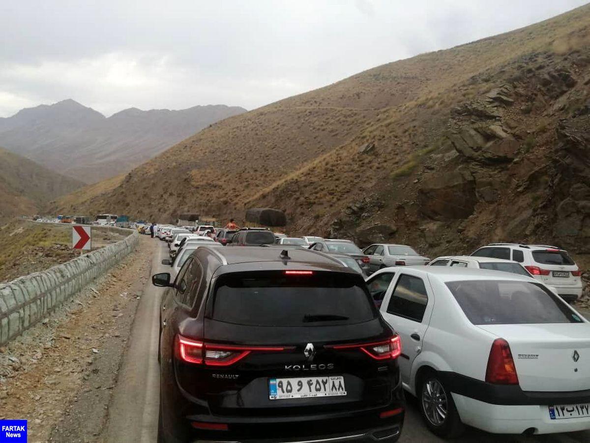 ازدحام خودروهای غیربومی، ترافیک در جاده هراز و سوادکوه را قفل کرد