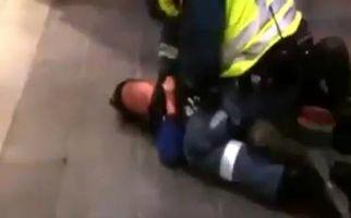 افسر نظامی اسرائیلی در حال خفه کردن کودک فلسطینی + فیلم