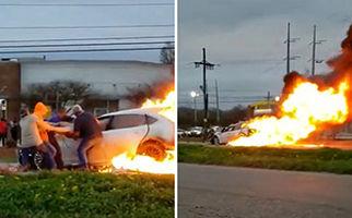 بیرون کشیدن راننده زن از داخل خودروی در حال سوختن + فیلم