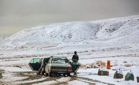 برف و کولاک در مناطق کوهستانی گلستان / محور توسکستان به سمنان مسدود شد