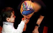 واکنش کودک ناشنوای سوری با دیدن همسر بشار اسد! +فیلم