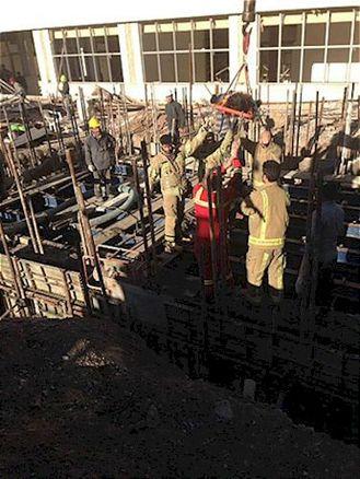 سقوط کارگر درون گودال 5 متری