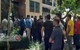 گزارش تصویری از تجمع مردم مقابل بورس اصفهان