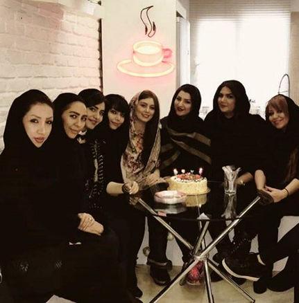 دورهمی جشن تولد «سحر قریشی» در کنار کیک تولدش