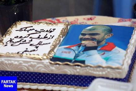 جشن تولد یوسف کرمی در پشت صحنه سریال نوروزی