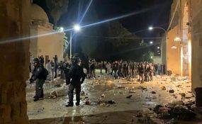 هجوم اشغالگران صهیونیست به مسجد الاقصی + فیلم