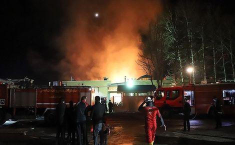فروشگاه رفاه کرمان در آتش سوخت