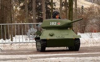 نمایش تانکهای اسباببازی در پارک تفریحی مسکو