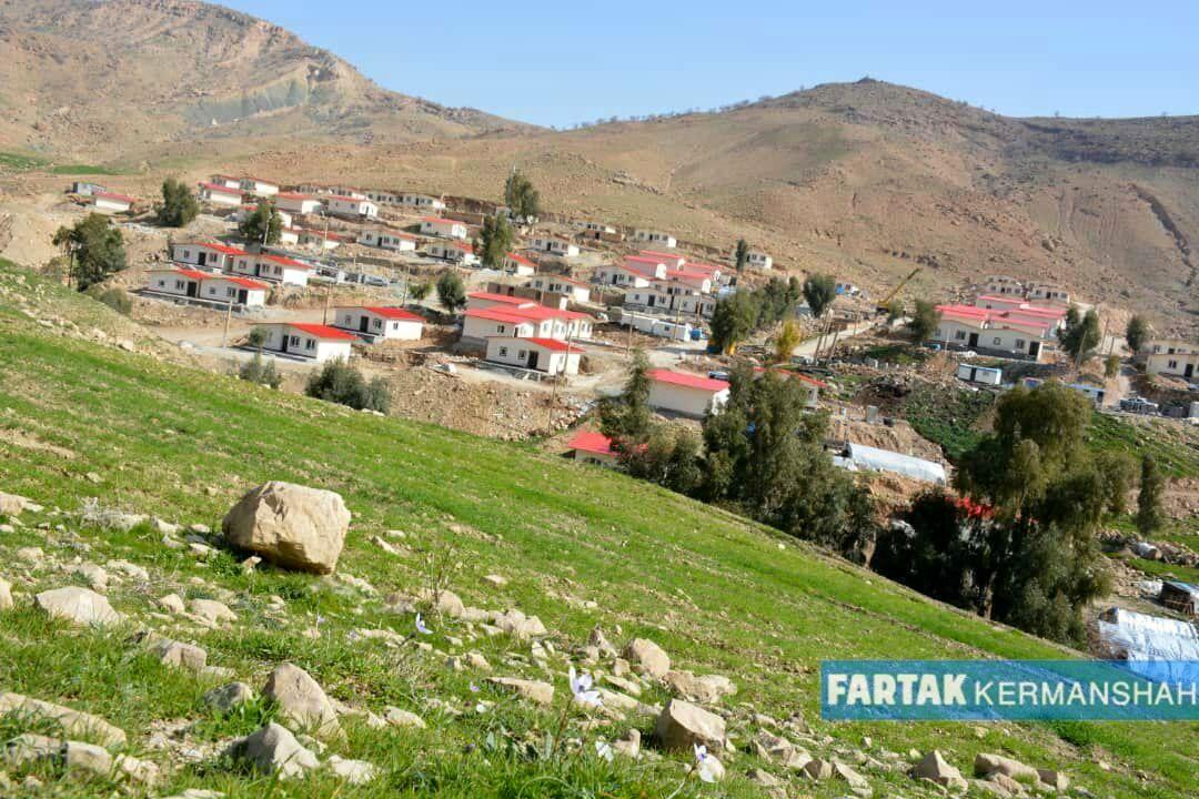 خانه های ساخته شده علی دایی در مناطق زلزله زده