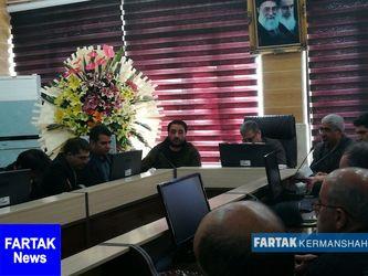 نشست هم اندیشی اصناف و بازاریان کرمانشاه با مدیرکل سازمان صنعت، معدن و تجارت