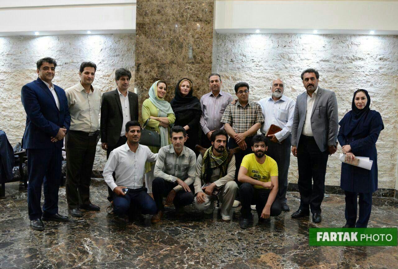 برگزاری نشست هماندیشی تعدادی از مدیران  اقامتگاههای بومگردی، آزانسهای گردشگری کرمانشاه و اعضای شورای  ثبت جهانی اورمانات در هتل پارسیان