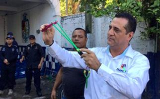 افسران مکزیکی خلع سلاح شدند+فیلم