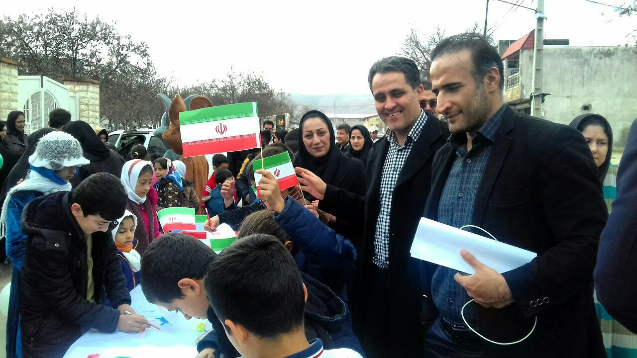 حرکت قطار انقلاب و ایستگاه خاطرات انقلاب از شهرک دولتآباد در شهر کرمانشاه