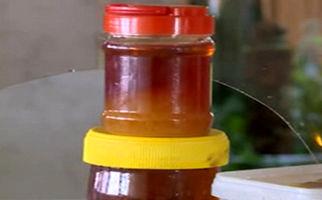 کشف 19 تن عسل تقلبی در رباط کریم + فیلم