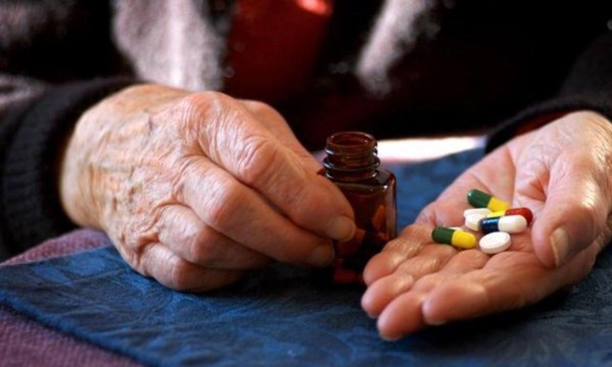تاثیر مصرف طولانی مدت دارو بر سر سالمندان