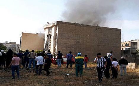 آتش سوزی خونین خانه مرد تهرانی/ 8دستگاه ماشین به طور کامل سوختند/ مصدومان به بیمارستان منتقل شدند+ عکس