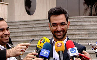 شوخی وزیر ارتباطات با موهای یکی از خبرنگاران + فیلم