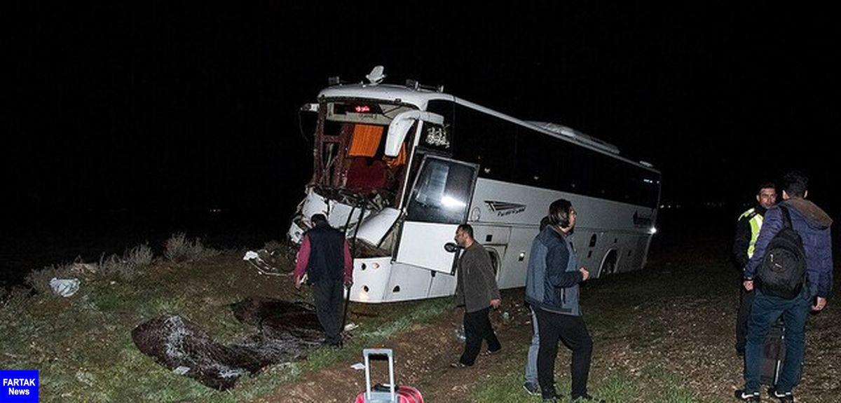 2 کشته و 26 مصدوم در برخورد اتوبوس با تریلر در بزرگراه کاشان_ قم