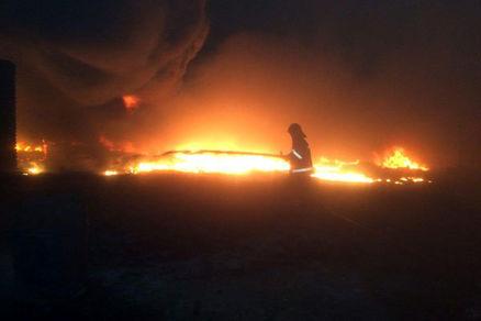 انبار ضایعات در تاکستان آتش گرفت