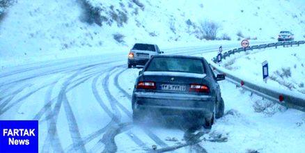 بارش شدید برف در محور هراز/ کندی در تردد خودروها